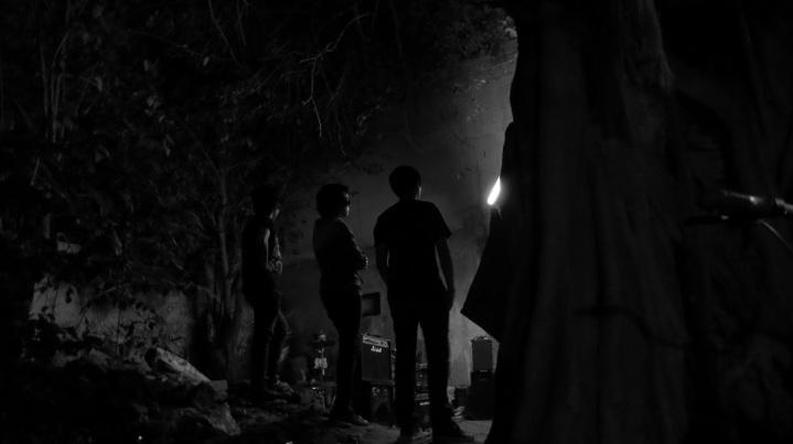 Chicos frente a la oscuridad