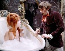 L afeliz pareja formada por Román Polansky y Sharon Tate en una escena de La Danza de lso Vampiros, donde se conocieron.