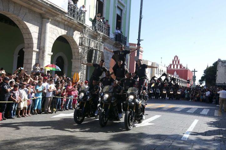 policías_desfiles_Desde del balcón