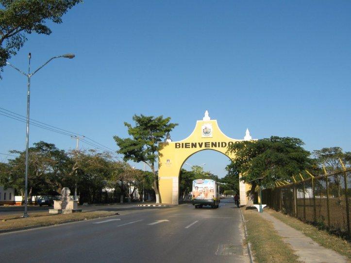 arco avenida aviacion.jpg